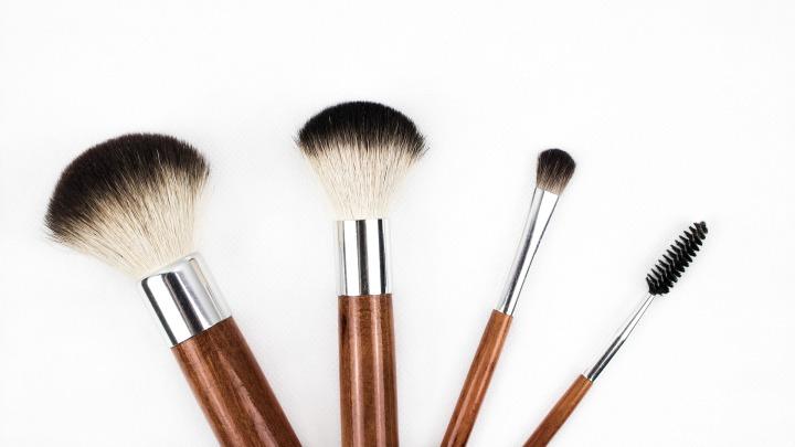 makeup-brush-1746322_1920.jpg